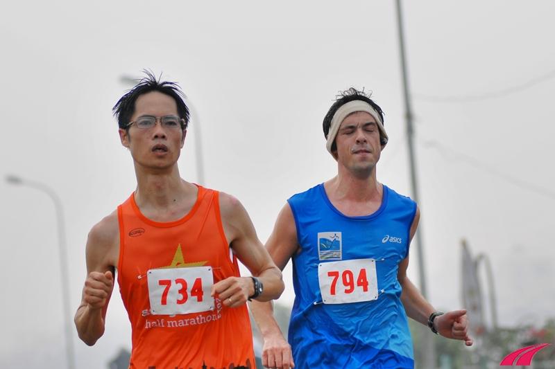 Ganh đua trong những km cuối cùng. Cao Hà về nhất với thành tích 1 giờ 21 phút 37 giây. Hugo về chậm hơn 13 giây