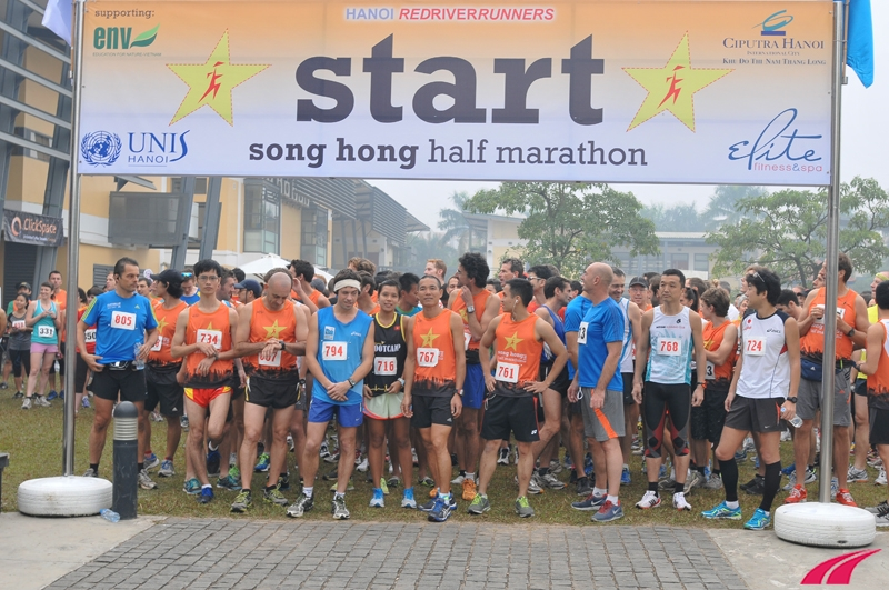 Cự ly Half Marathon có khoảng 100 người đăng ký chạy. Cự ly 10 km có khoảng 150 vận động viên