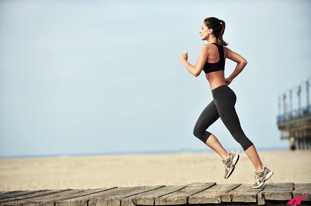 Chạy bộ đều đặn giúp duy trì cơ thể gọn gàng và cân nặng hợp lý