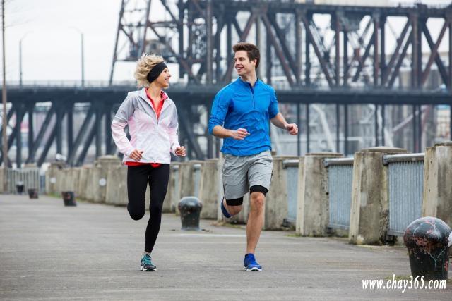 Áo cotton không phải loại áo tốt cho chạy bộ