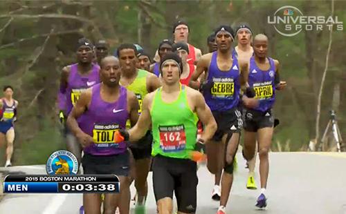 Derek Yorek, áo số 162 dẫn đầu giải Boston Marathon ở đoạn đầu tiên.