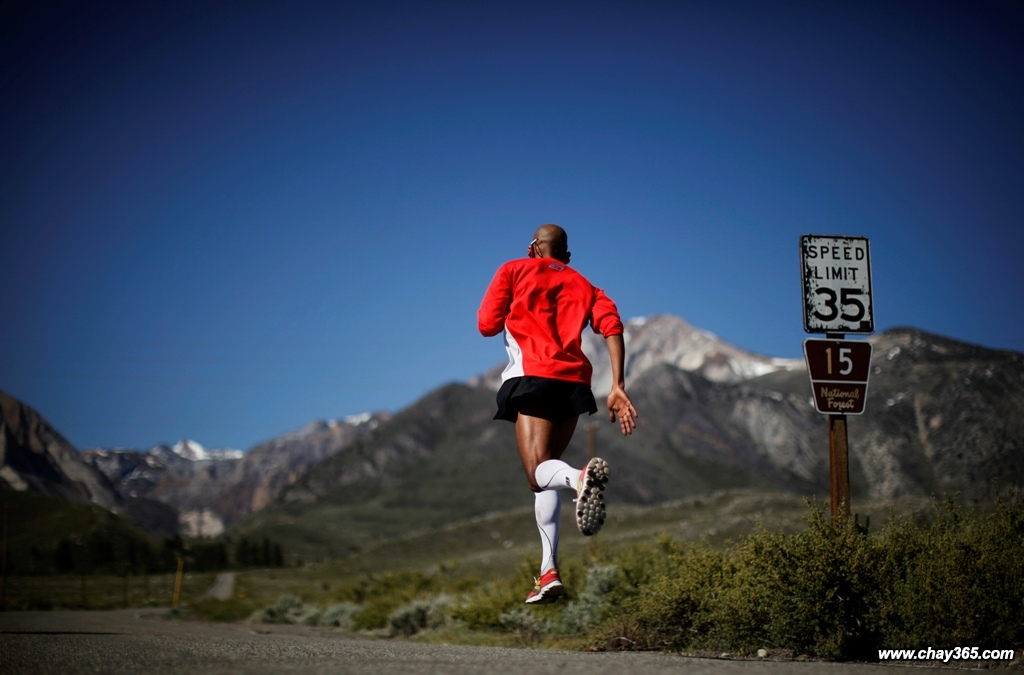 Runner-Meb-Keflezighi-by-Lucy-Nicholson-of-Reuters-RTR32URS