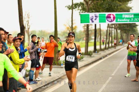 Chị Trang hoàn thành marathon Sub4 (dưới 4 giờ), một thành tích rất khó đối với VĐV nữ phong trào ở độ tuổi trên 40