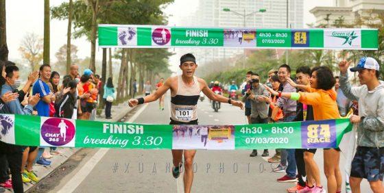 Anh Định Nguyễn, VĐV trên 40 tuổi chạy marathon nhanh nhất Việt Nam hiện nay ở sự kiện Breaking 3:30 do Chay365 tổ chức. Ảnh: NVCC