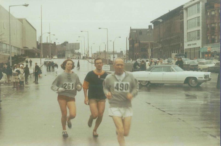 Người phụ nữ chạy marathon chính thức đầu tiên trên thế giới ở Boston Marathon
