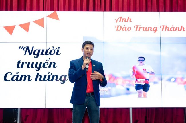 Phat bieu tai DH Ton Duc Thang